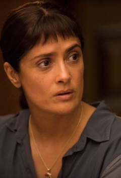 Salma Hayek hekelt rijkelui in eerste trailer 'Beatriz at Dinner'