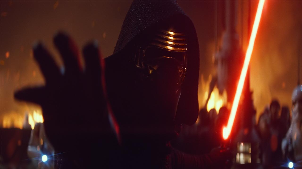 Kylo Ren zou oorspronkelijk nog veel meer op Darth Vader lijken - FilmTotaal