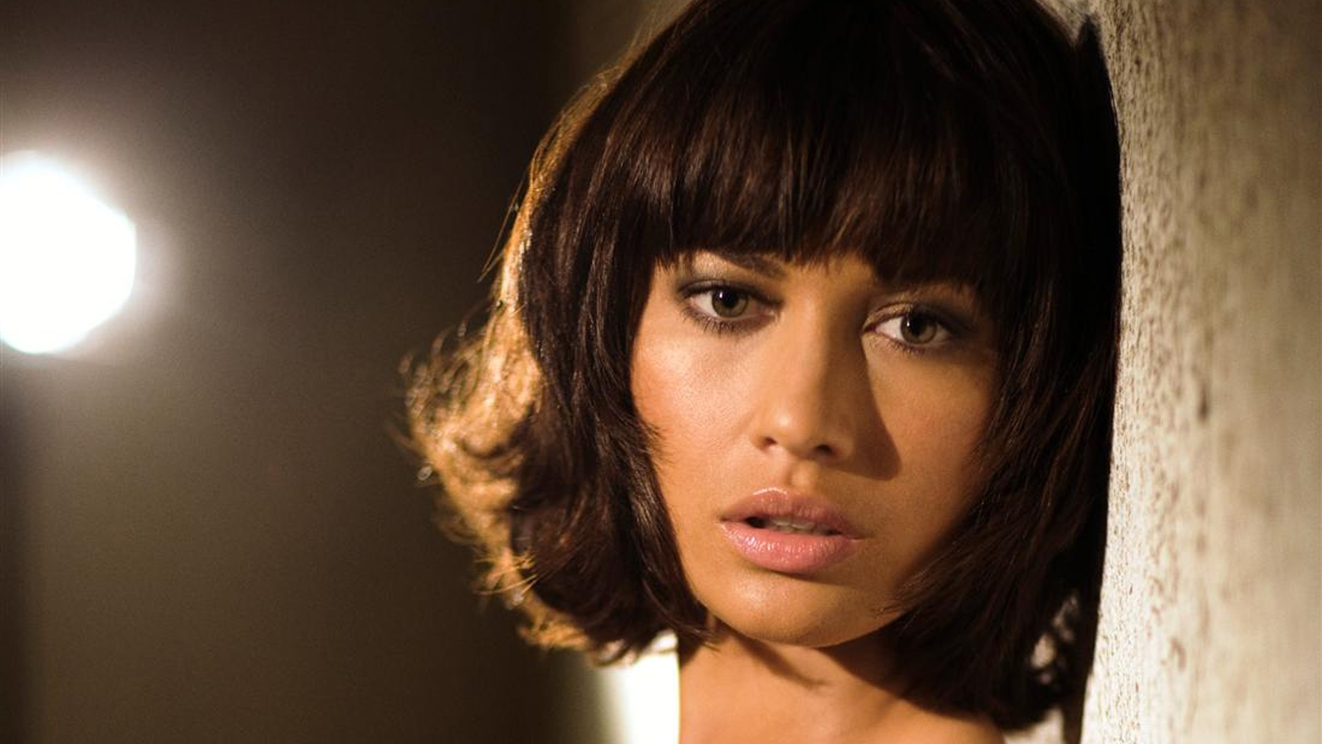 Olga Kurylenko is snel & sexy in trailer 'Momentum'