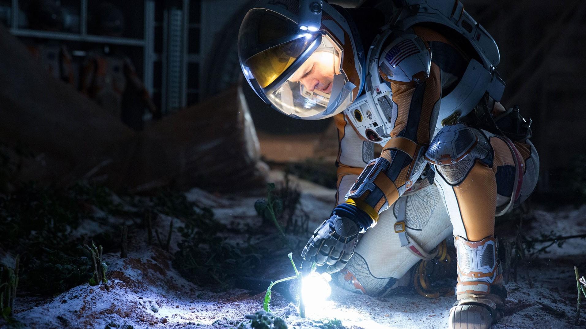 Flinke storm in eerste clip 'The Martian'