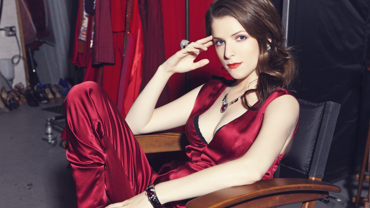 Anna Kendrick in trailer 'Happy Christmas'
