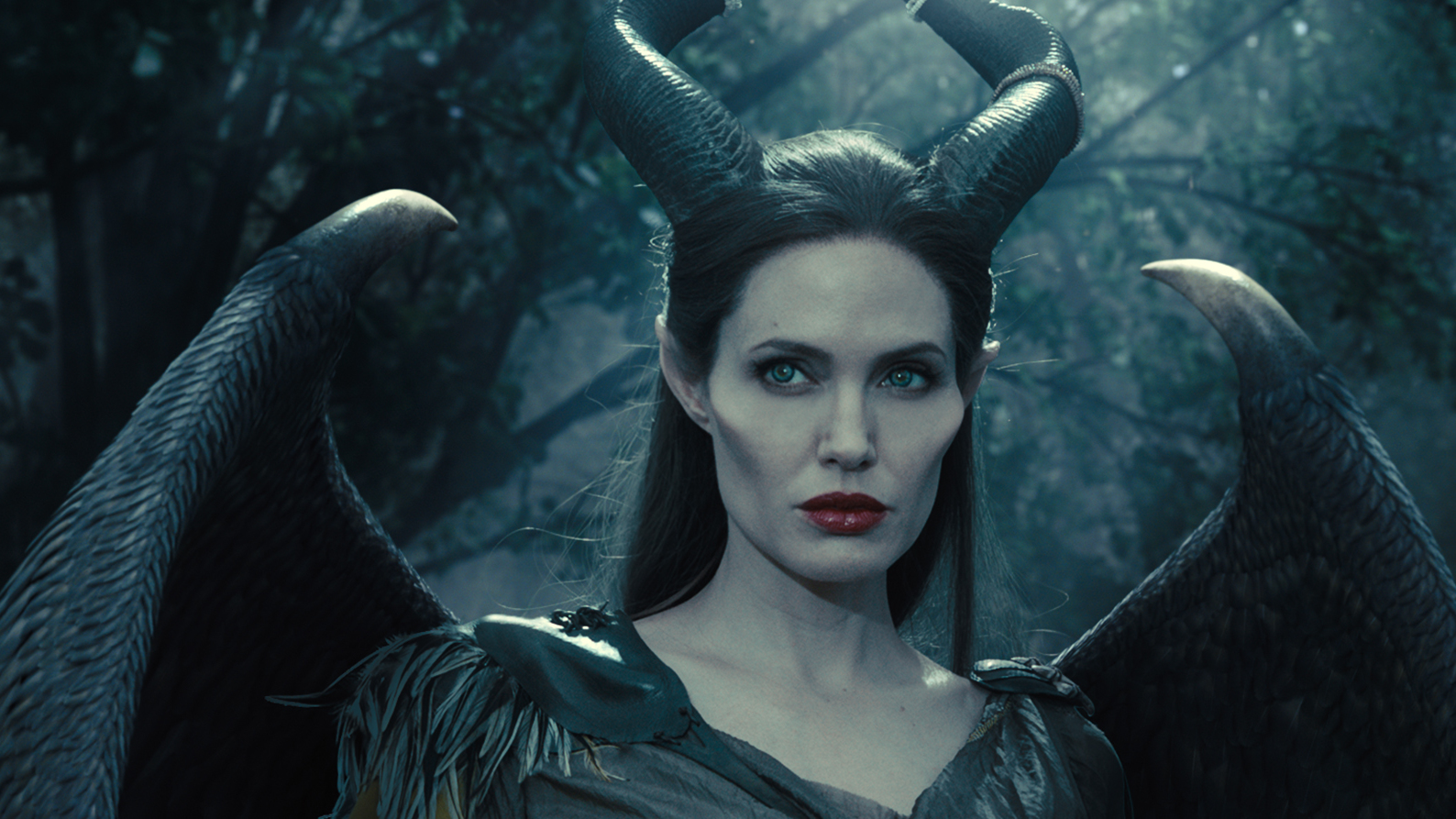 Nieuwe clip en featurette 'Maleficent'