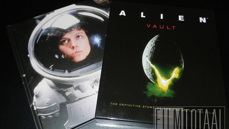 Fraai boek - Alien Vault