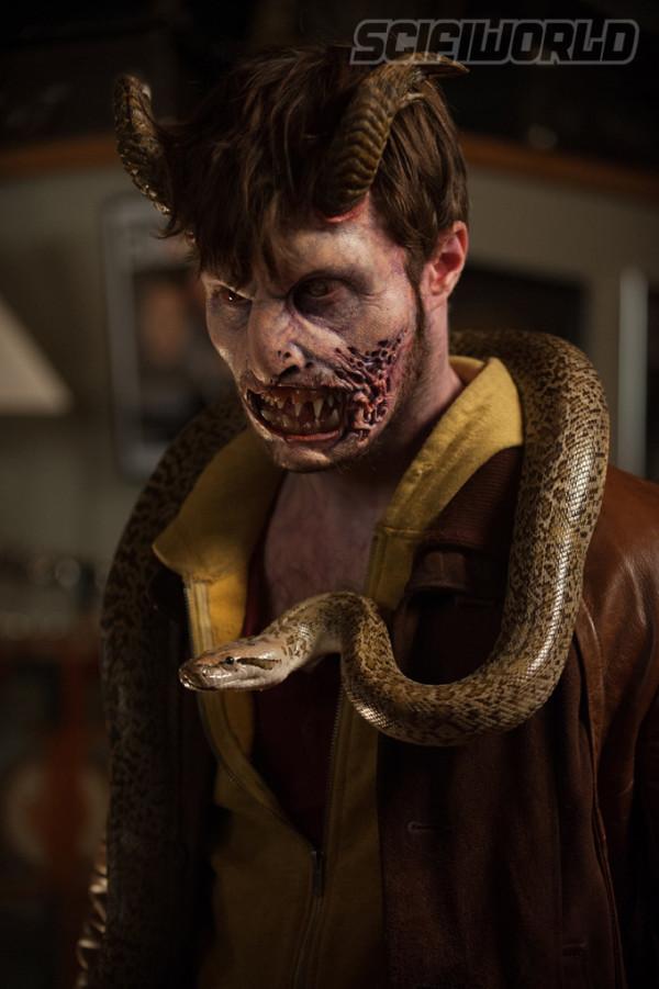 Duivelse transformatie Daniel Radcliffe op foto's 'Horns'