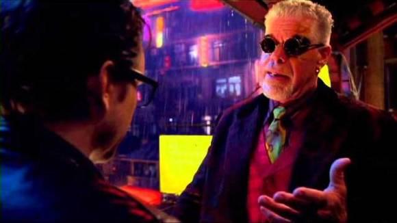 Ron Perlman verkoopt Kaiju-hersenen