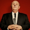 'Hitchcock' strijdt met studio's in nieuwe clip