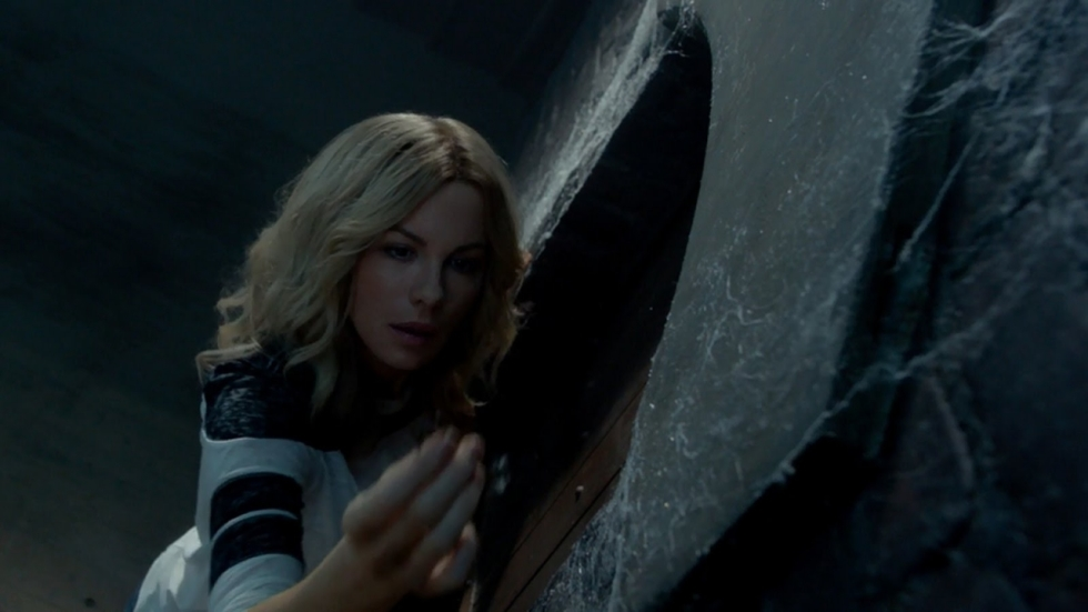 Kate Beckinsale bevrijdt demonen in trailer 'The Disappointments Room'
