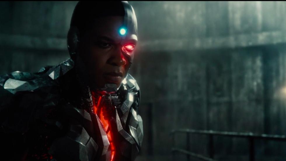 Eerste versies kostuums Flash en Cyborg onthuld