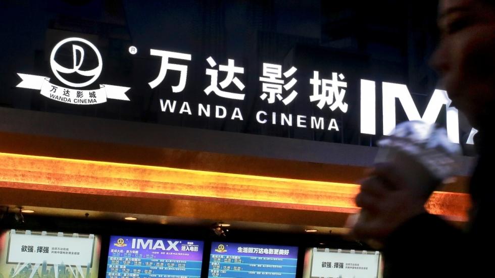 China zet wederom klauwen in Hollywood