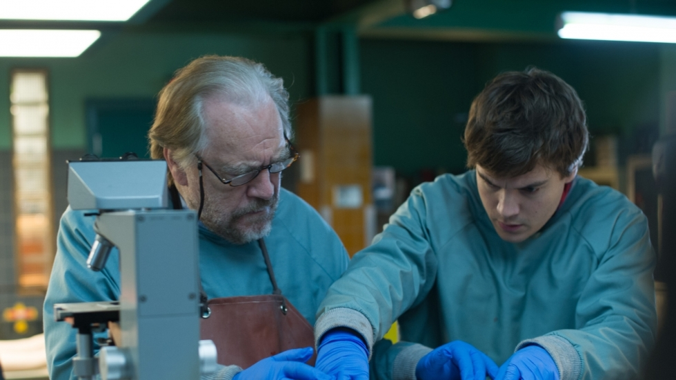 Griezelige red-band trailer voor 'The Autopsy of Jane Doe'