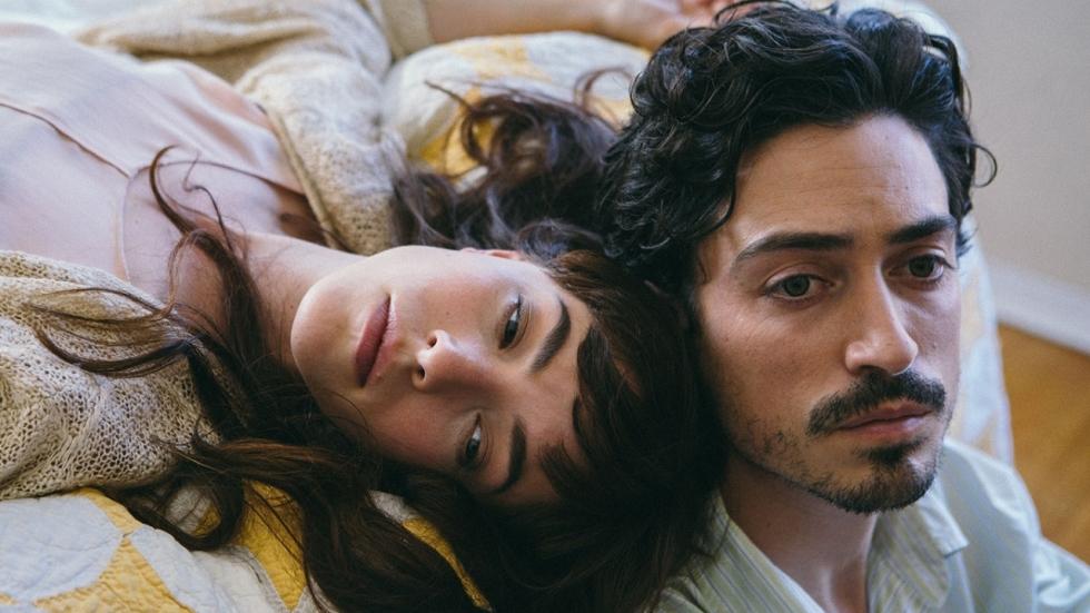 Olivia Thirlby en Ben Feldman in trailer 'Between Us'