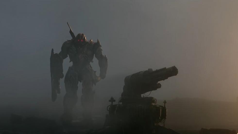 De rollen zijn omgedraaid in eerste tv-spot 'Transformers: The Last Knight' [UPDATE]