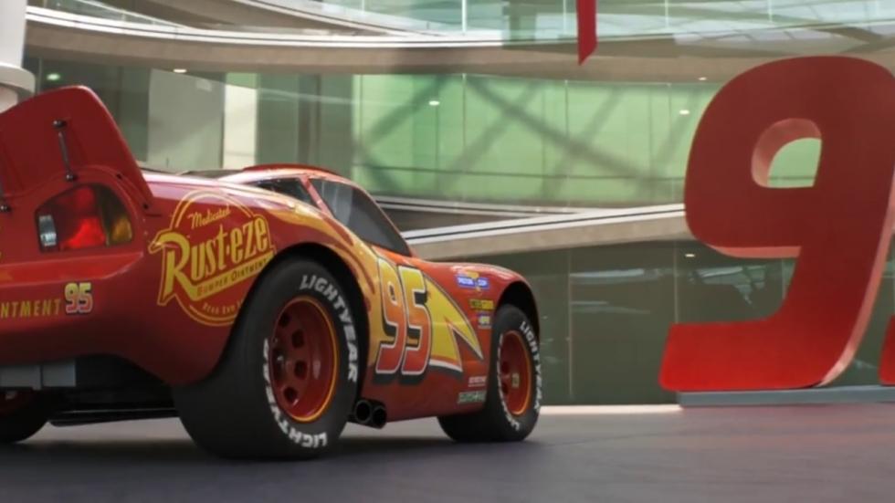 Razende Bliksem in duistere trailer 'Cars 3'