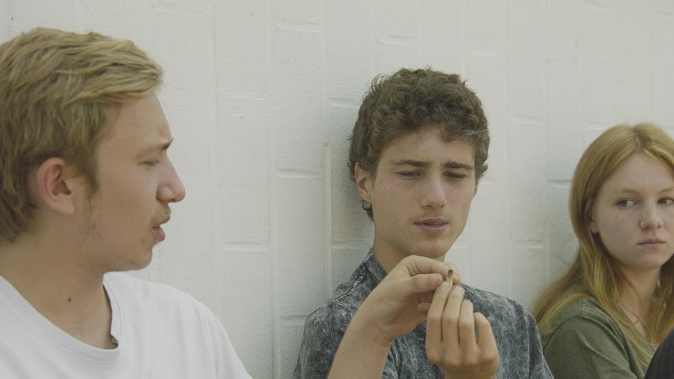 Tieners versus volwassenen in trailer 'Home'