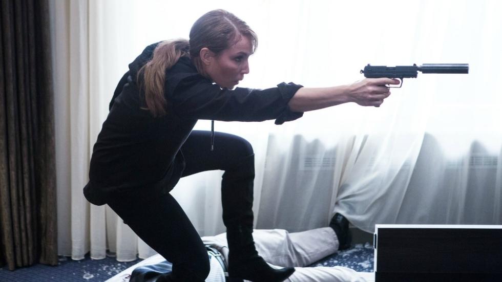 Noomi Rapace en Orlando Bloom op terroristenjacht in eerste trailer 'Unlocked'