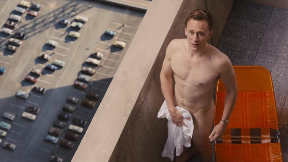 Tom Hiddleston doet een Patrica Paaytje