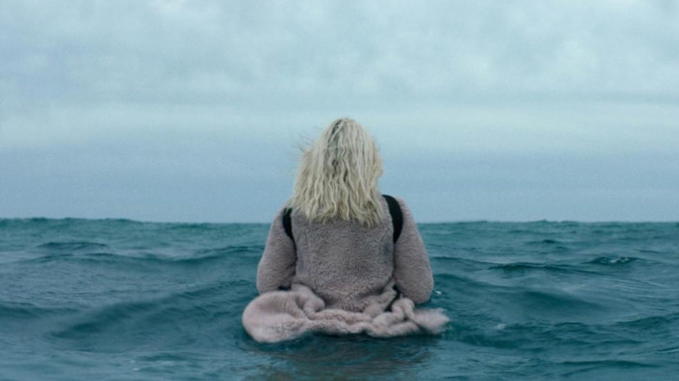 Mensen plegen nog steeds zelfmoord in tweede trailer 'The Discovery'