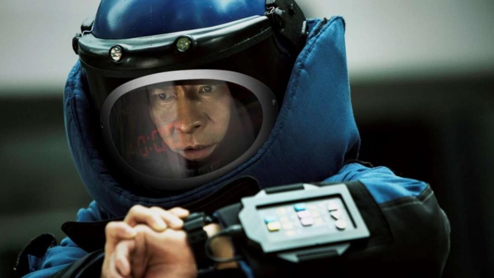 Overal ontploffingen in explosieve trailer  'Shock Wave'