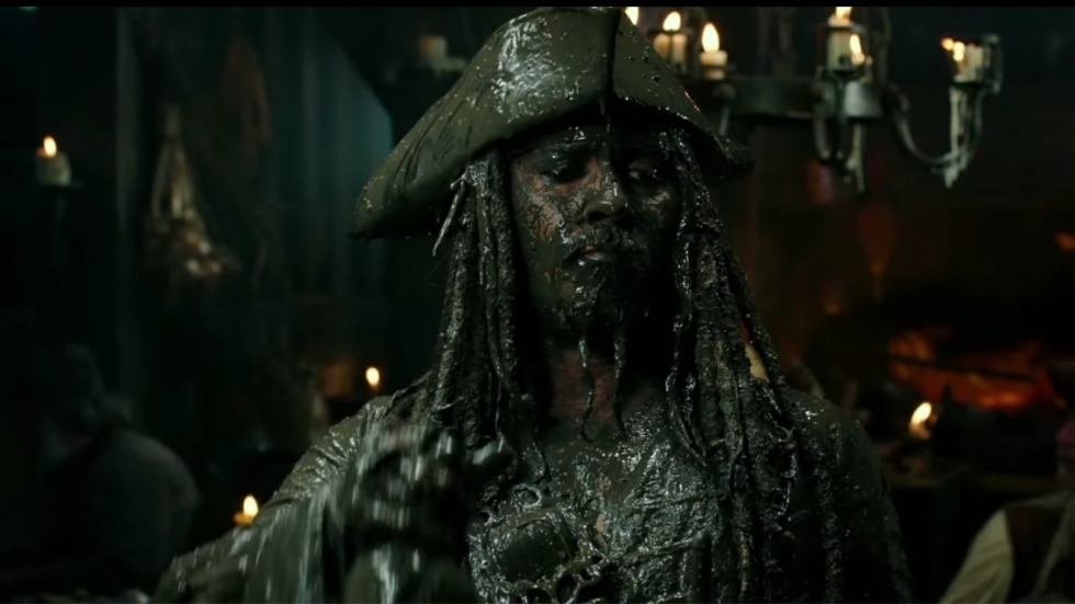 Johnny Depp verrast fans als Jack Sparrow in Disneyland