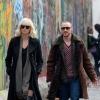 Zie Charlize Theron vechten in rijdende auto in nieuwe clip 'Atomic Blonde'