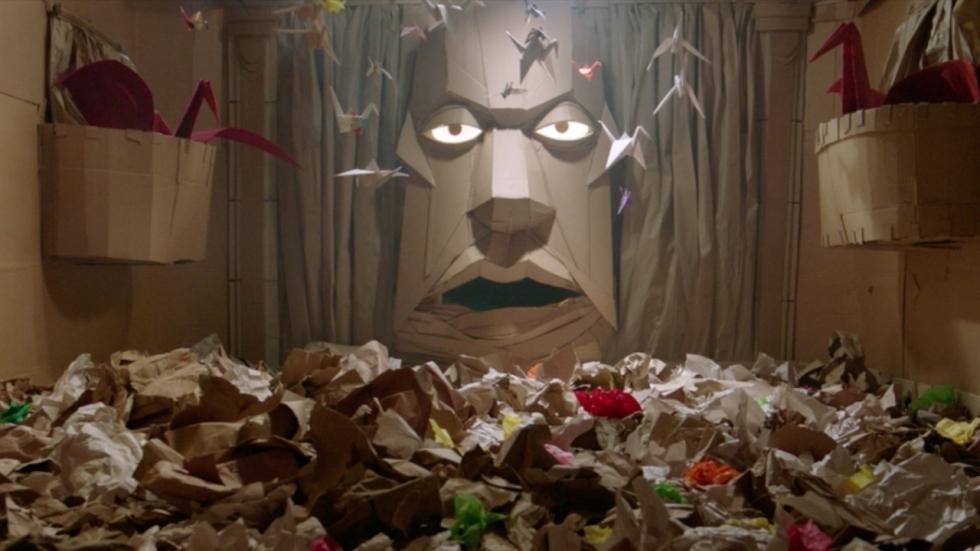 Een gigantisch & dodelijk doolhof in volledige trailer 'Dave Made a Maze'