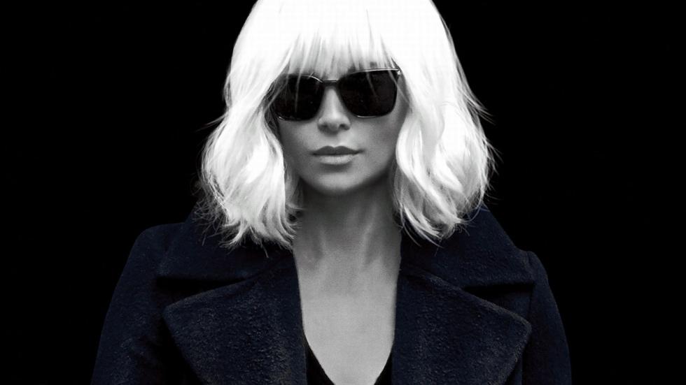 Charlize Theron doet mannen huilen in 'Atomic Blonde'