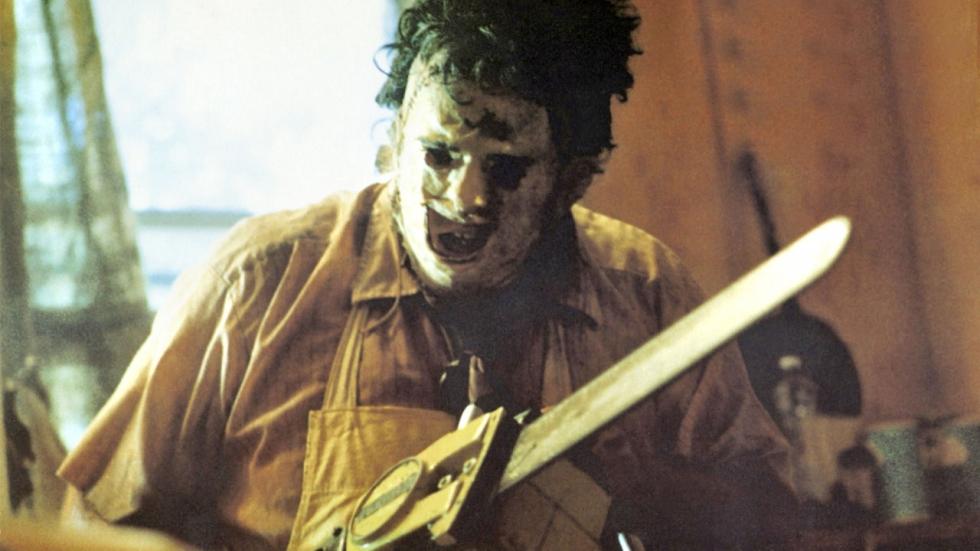 Bloederige trailer 'Leatherface' eindelijk te zien