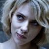 Scarlett Johansson gespot met enorme rugtatoeage