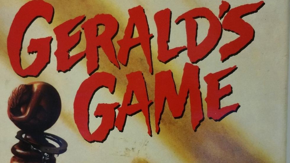 Carla Gugino vastgebonden aan bed en flipt in trailer 'Gerald's Game'