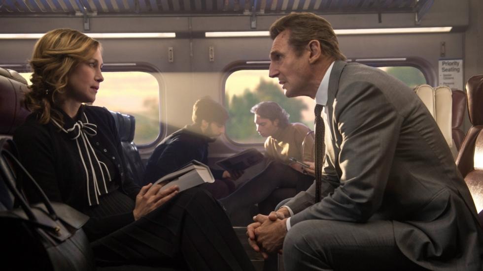 Liam Neeson slaat en schiet erop los in trailer 'Commuter'