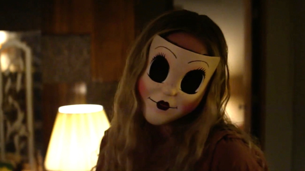 Terreur en enge maskers in nieuwe trailers 'The Strangers: Prey at Night'