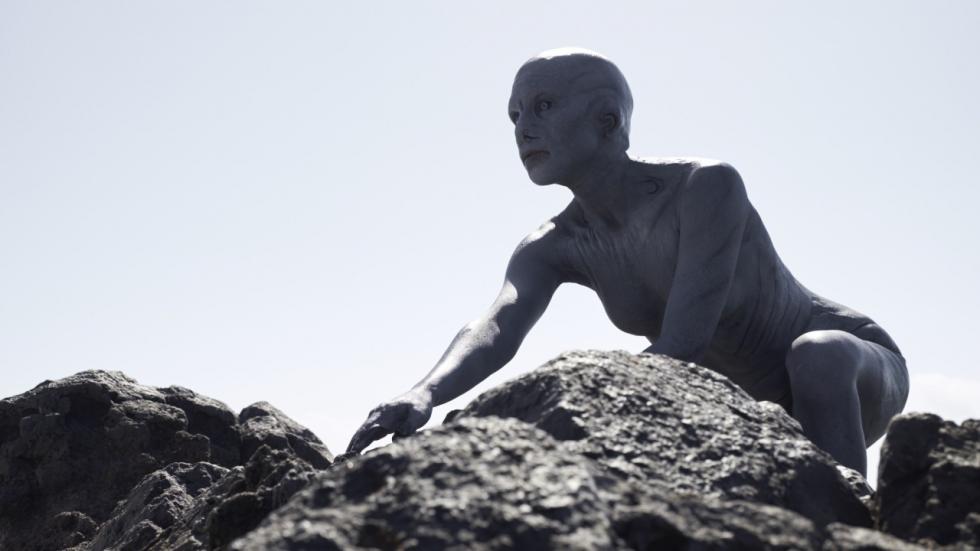 Eerste blik op enge aliens in trailer 'Cold Skin'