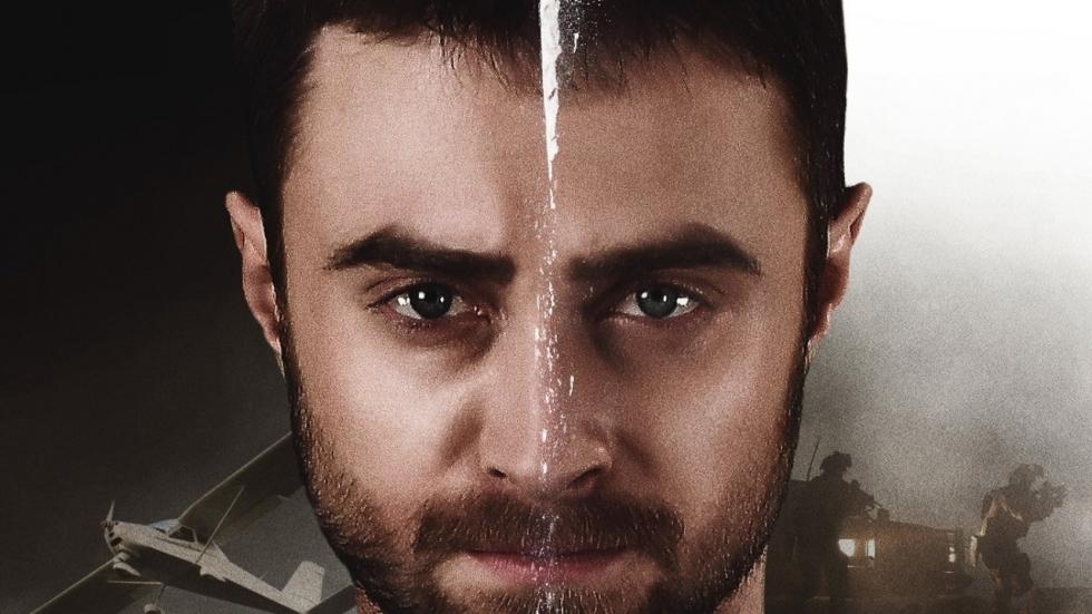 Daniel Radcliffe smokkelt drugs in 'Beast of Burden' trailer