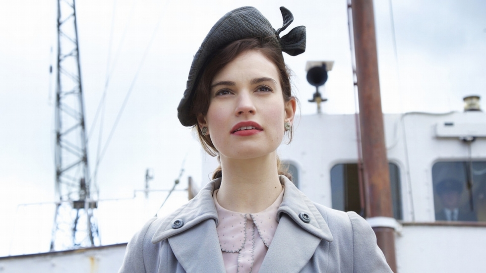 Zie Lily James in trailer WOII-film 'The Guernsey Literary and Potato Peel Society'