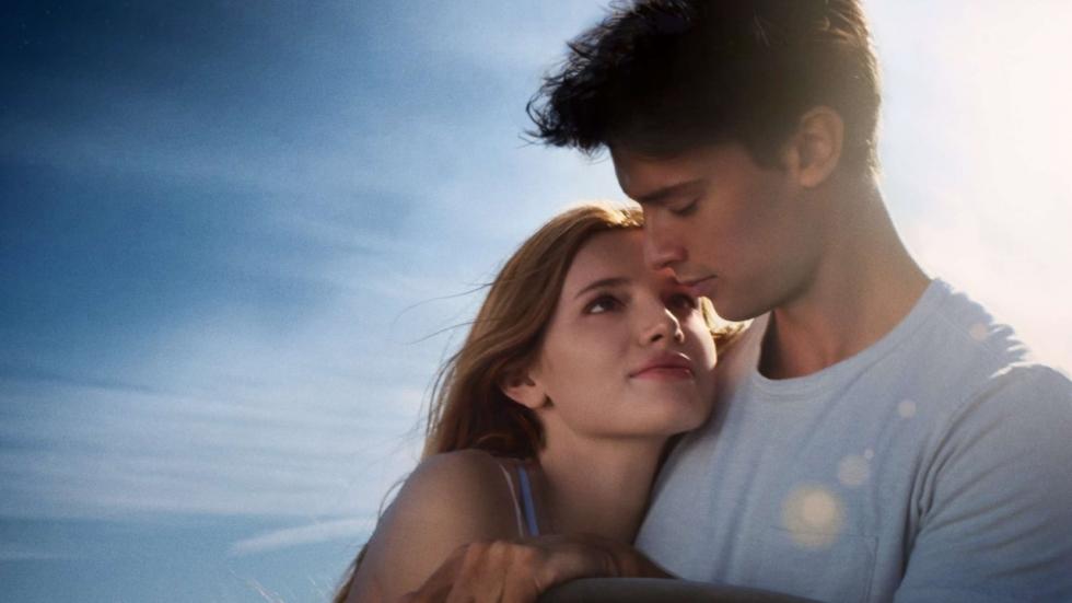 Bella Thorne kan het zonlicht niet verdragen in trailer 'Midnight Sun'