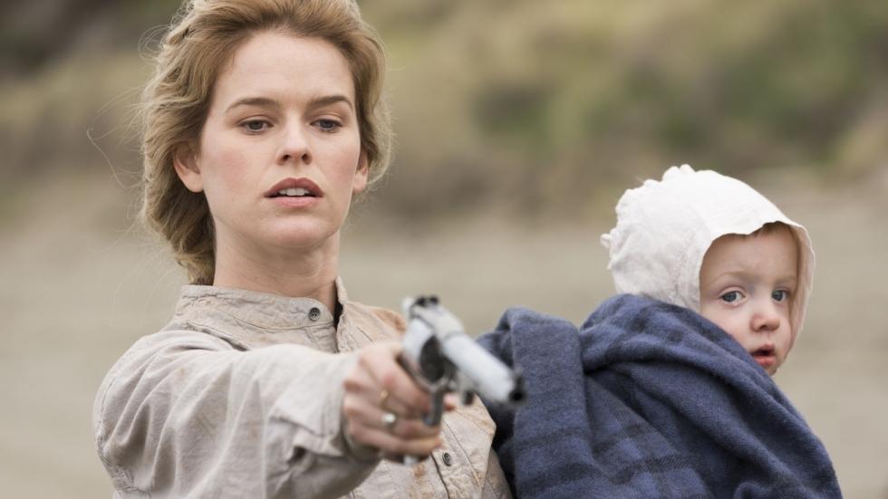 Trailer westernactiefilm 'The Stolen' met Alice Eve