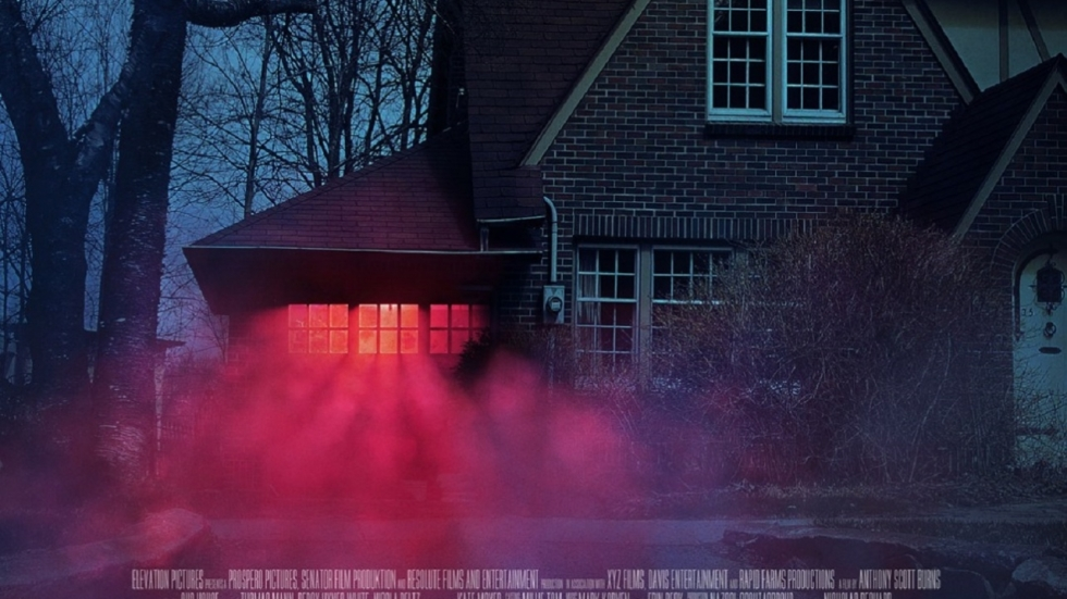 Thomas Mann & Nicola Peltz creëren een spookhuis in trailer 'Our House'