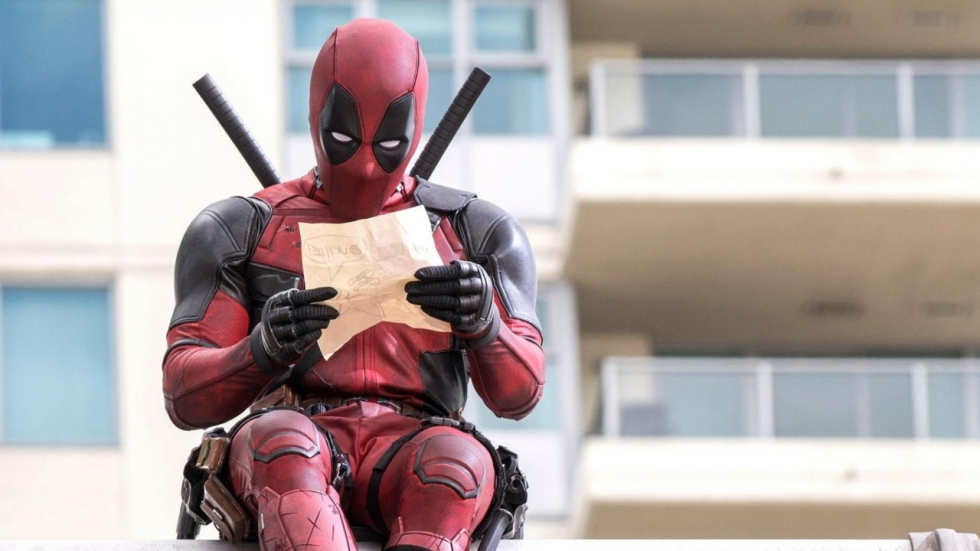 Ryan Reynolds deelt foto's eerste keer passen 'Deadpool'-kostuum