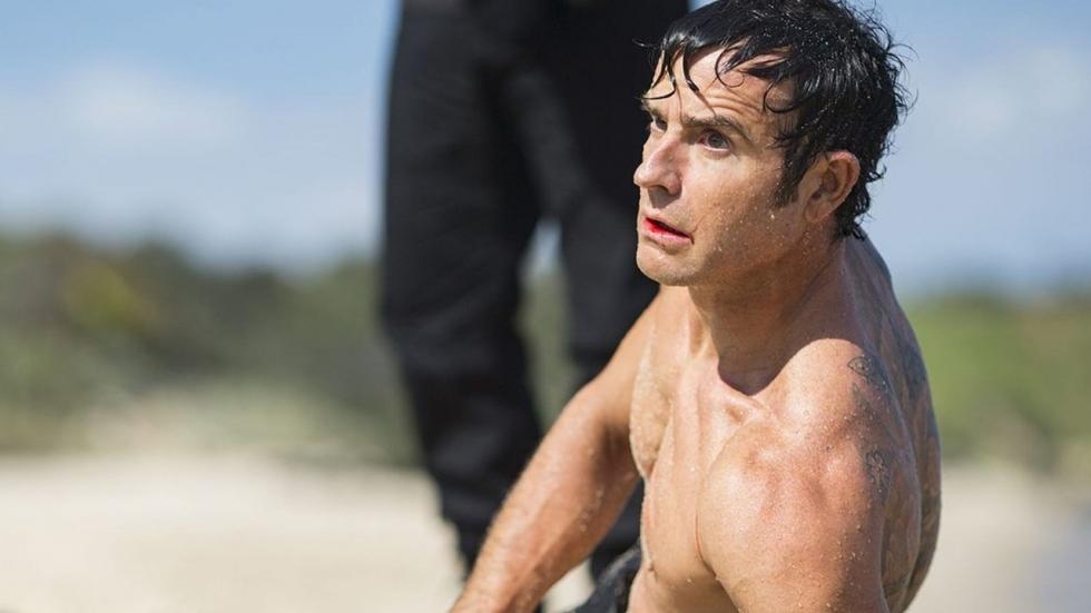 Justin Theroux beleeft zwoele stranddag met drie topactrices tegelijk
