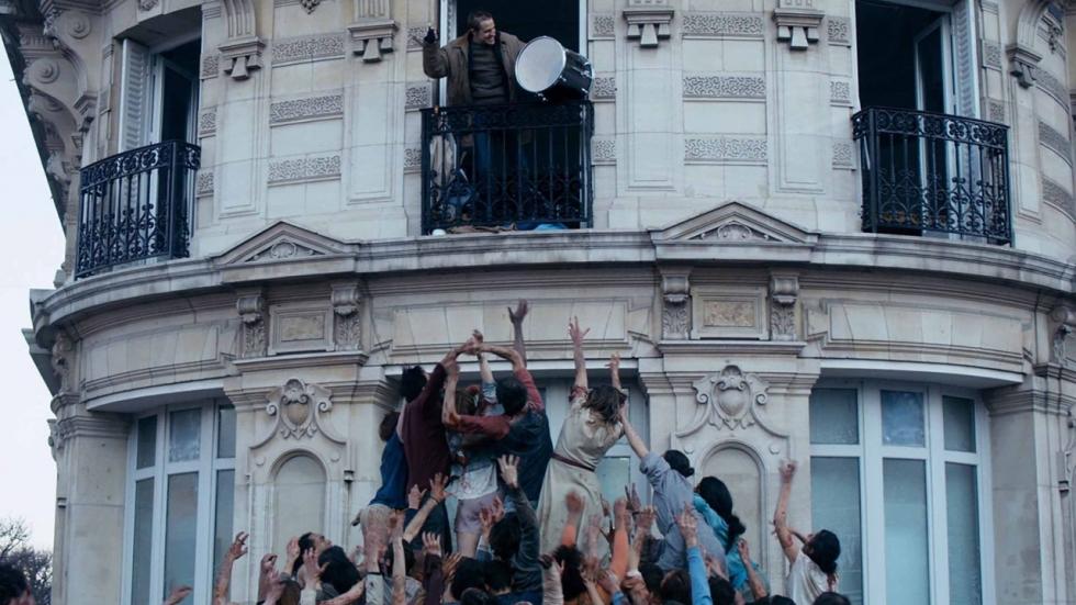 De zombie-apocalyps slaat toe in Parijs in spannende trailer 'The Night Eats the World'