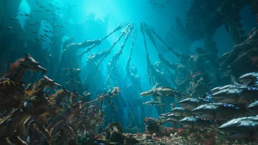 Gepantserde haaien en gevaarlijke mannen op foto 'Aquaman'
