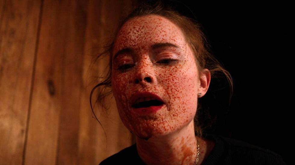 Lesbische lovers worden dodelijke vijanden in trailer horrorfilm 'What Keeps You Alive'