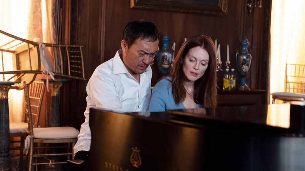 Spanning en romantiek in trailer gijzeldrama 'Bel Canto'
