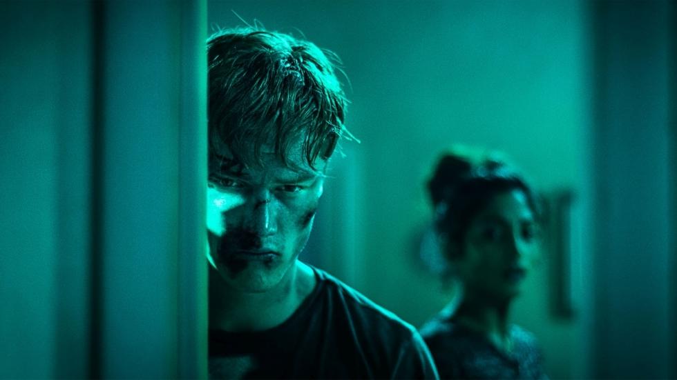 Eerste trailer voor mysterieuze sci-fi horrorfilm 'Await Further Instructions'