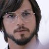 Ashton Kutcher rijdt fan aan met Tesla; maakt het goed met selfie