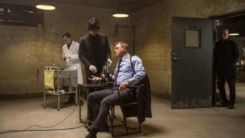 Dominic West wil transgender als nieuwe James Bond