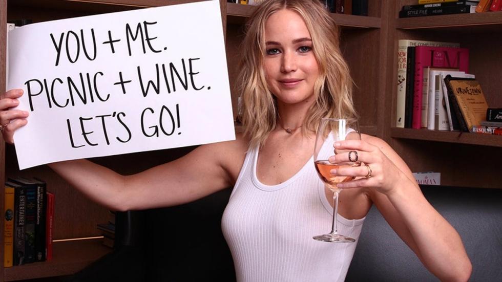 'Jennifer Lawrence is van de markt, verloofd zich met onbekende vriend'
