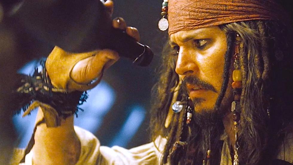 'Bloederige foto's tonen hoe Amber Heard haar ex Johnny Depp heeft toegetakeld'