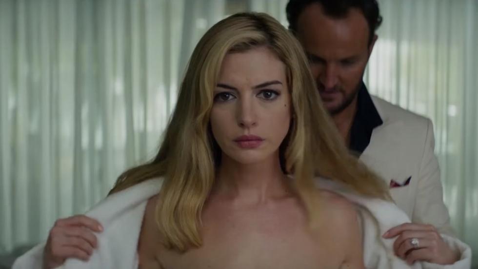 Gekke trailer voor thriller 'Serenity' met sexy Anne Hathaway