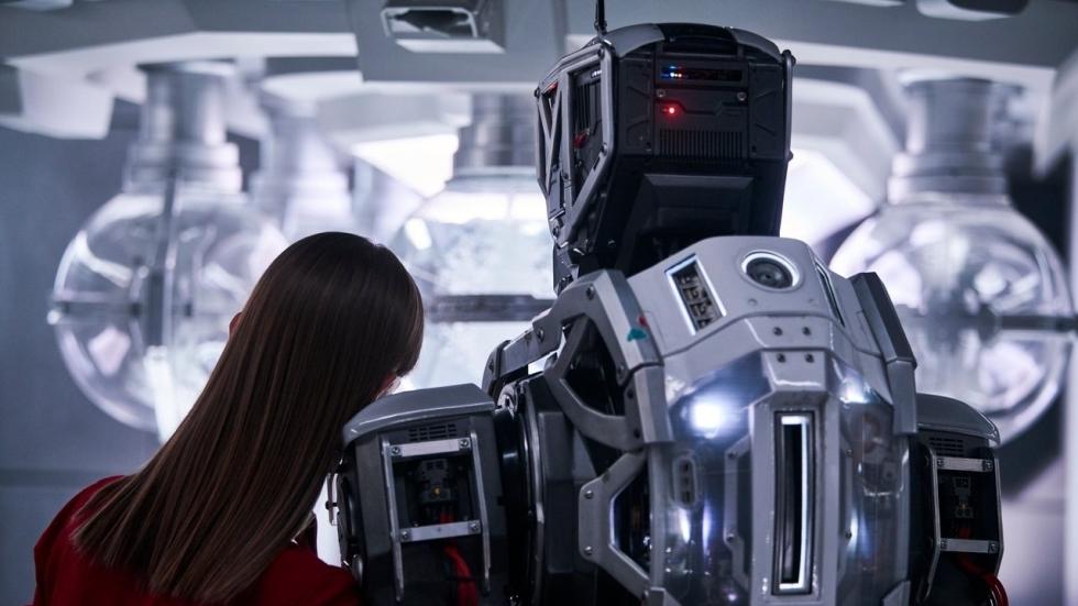 Eerste trailer Netflix-film 'I Am Mother': Hilary Swank vs. een creepy robot